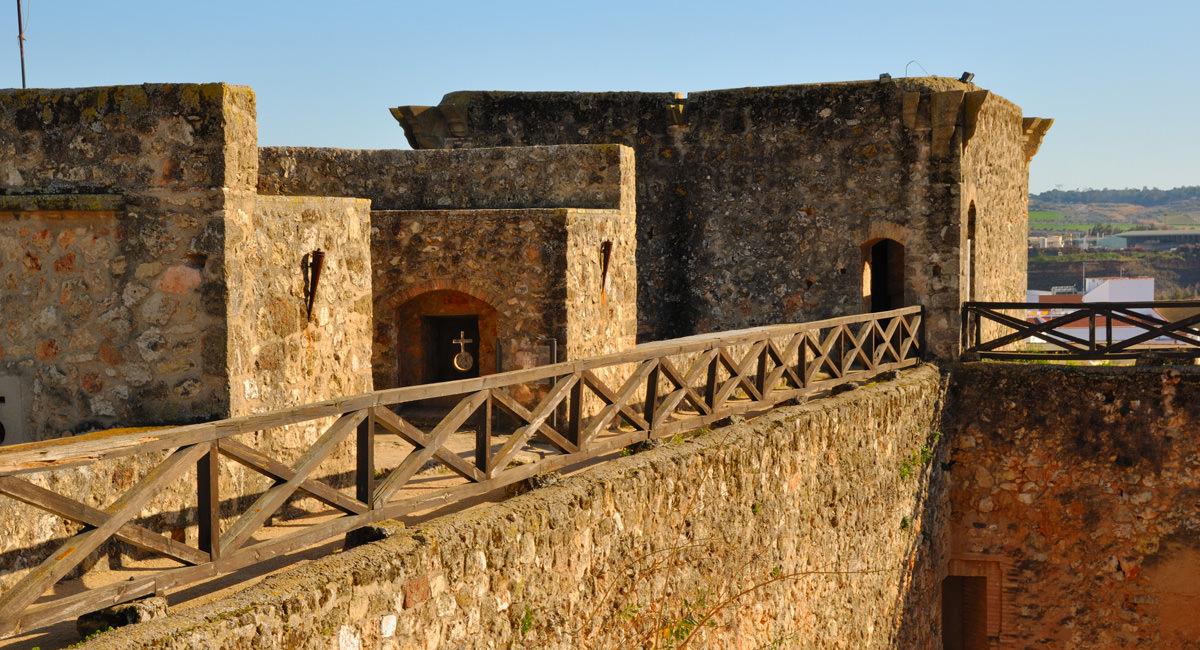Burg Los Guzmanes Niebla